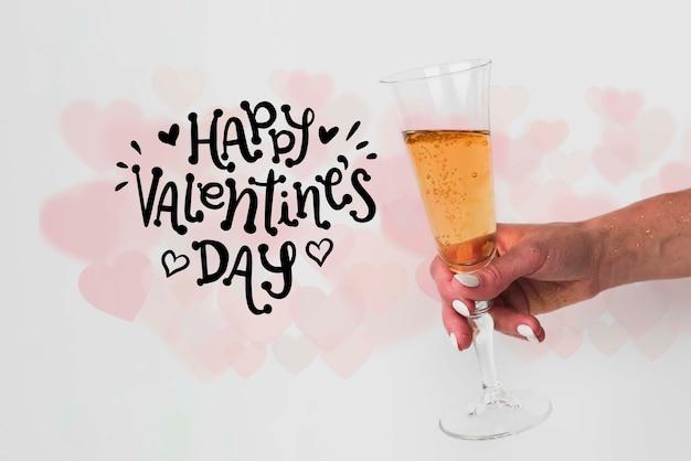 Copa de champán para celebrar el día de san valentín