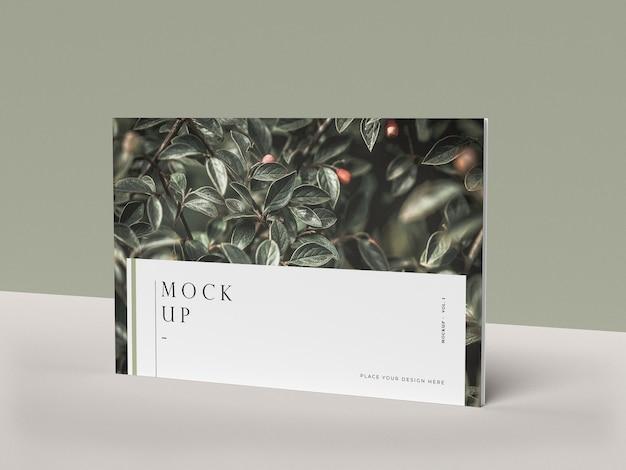 Copertina di vista frontale con il modello di rivista editoriale della natura