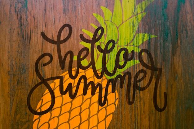 Copyspace-mockup op muur voor de zomer van letters voorzien