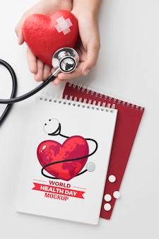 Corazón parcheado de maqueta de día de salud de vista superior