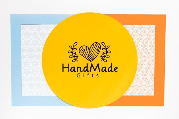 Cornice colorata a mano con mock-up