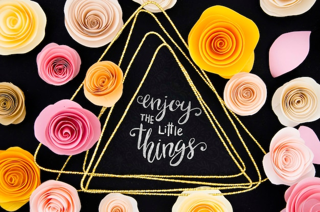 Cornice di rose colorate con messaggio