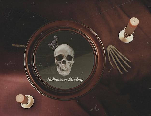 Cornice rotonda di halloween piatto con teschio su una scrivania