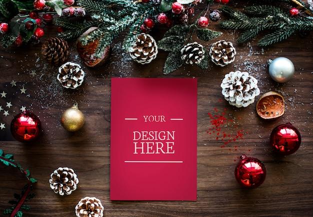 Corona navideña con espacio de diseño.