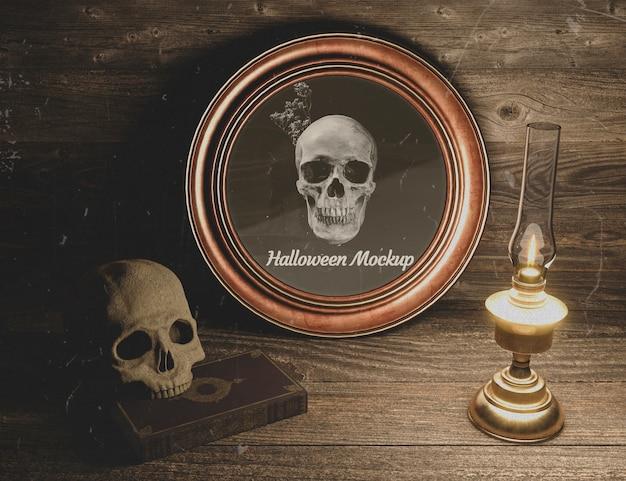 Cranio di alta vista con candela halloween mock-up