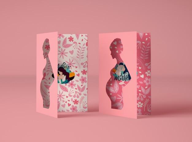 Creatief arrangement voor moederdagscène-maker met kaarten