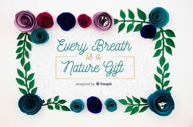 Creatief bloemenframe met positief bericht
