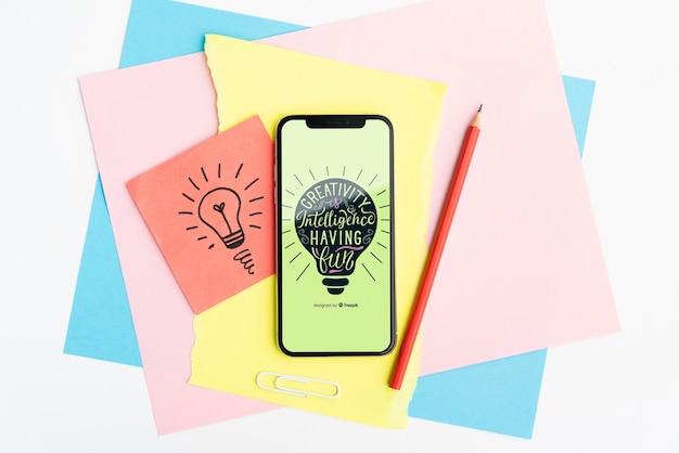 Creativiteit is intelligentie met plezier citaat op mobiele telefoon