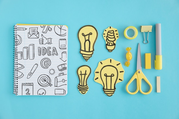 Creativiteitconcept met notitieboekje