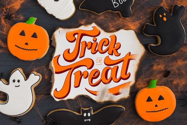 Creativo mockup di carta bruciata con il concetto di halloween
