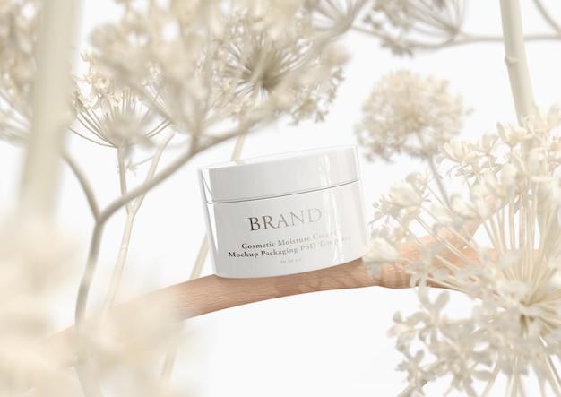 Crema para el cuidado de la piel en un elegante envase.