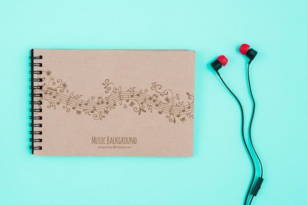 Cuaderno con concepto de notas musicales