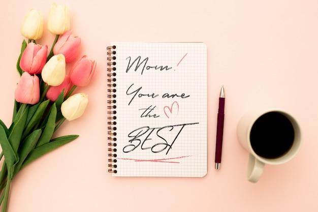 Cuaderno de maqueta del día de la madre con tulipanes