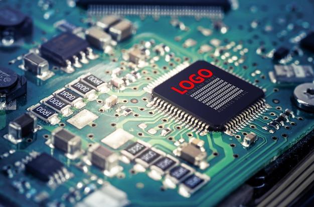 Cuadro de texto de maqueta en imagen cercana de chip de computadora