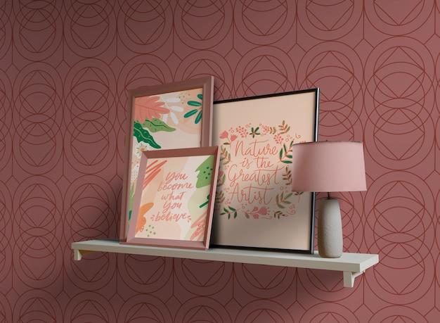 Cuadros de pintura con espacio vacío en estante