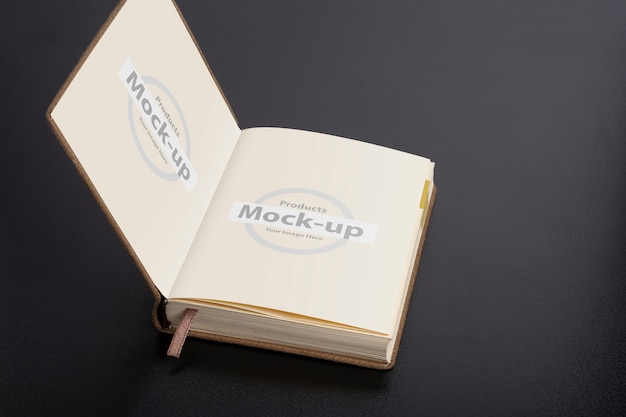 Dagelijks planner-notitieboek met mock-up voor slimme objectpagina's