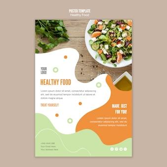 Date un capricho con una plantilla de póster de comida saludable