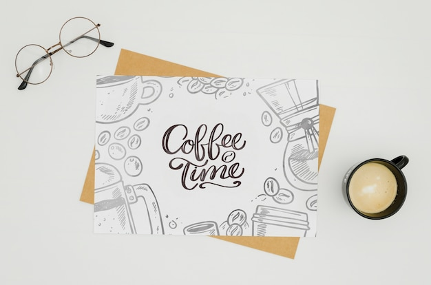 De kaartmodel van de koffietijd op witte achtergrond