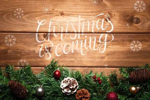 De pijnboomornament van kerstmis met exemplaarruimte