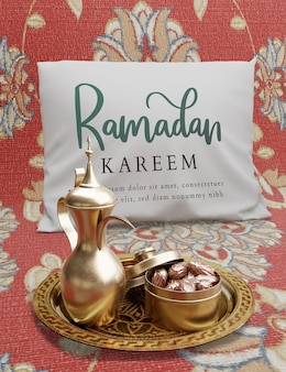 Decoración islámica de año nuevo con tetera y dátiles secos