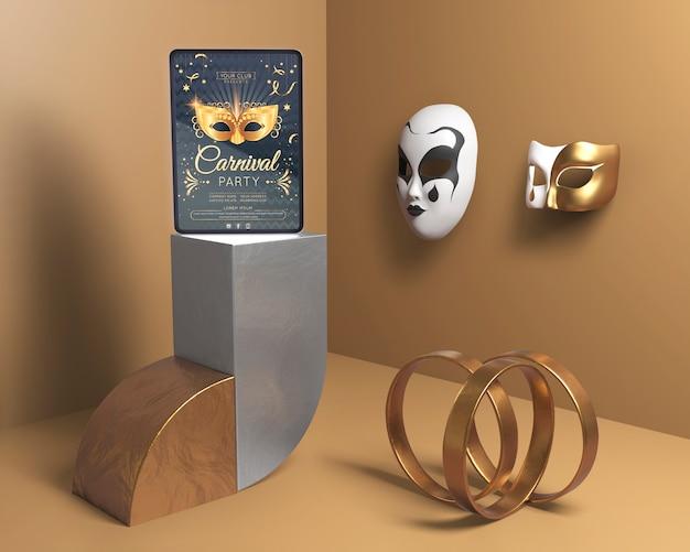 Decoración minimalista con anillos dorados y máscaras.