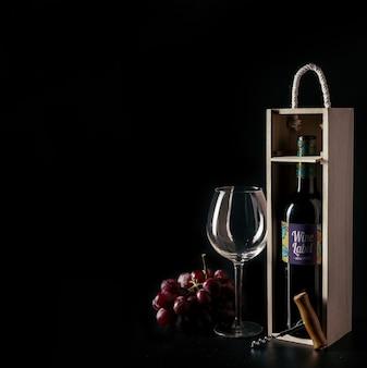 Decoratieve wijn mockup met copyspace aan de linkerkant