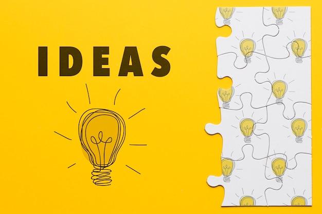 Decorazione con pezzi di puzzle su sfondo giallo