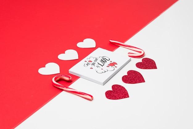 Dek mockup met valentijnskaartconcept