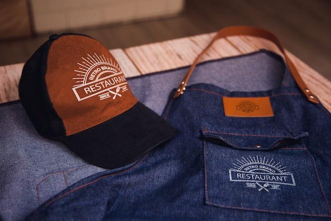 Delantal y gorra de restaurante de marca retro