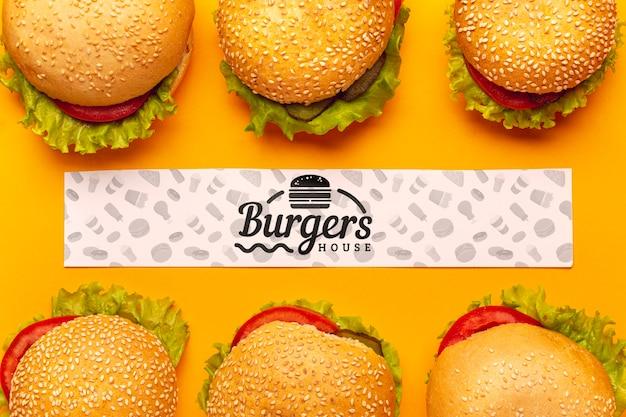 Deliciosa casa de hamburguesas con maqueta banner