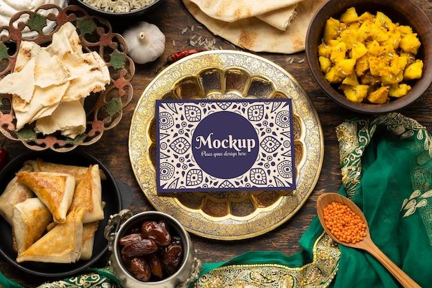 Deliciosa comida india con maqueta.