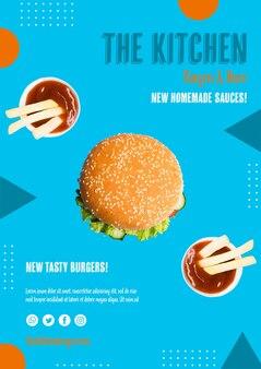 Delizioso hamburger con salsa sul lato