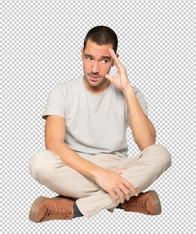 Depressieve jonge man die zich voordeed tegen de achtergrond