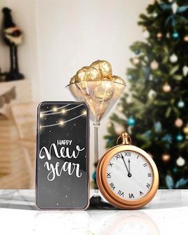 Deseo de maqueta en el teléfono para año nuevo