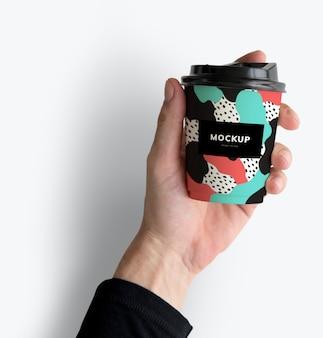 Design colorato mockup tazza di caffè da asporto