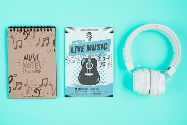 Design con note musicali su notebook