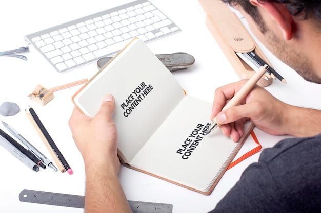 Dibujar bocetos en una escena de maqueta de bloc de notas