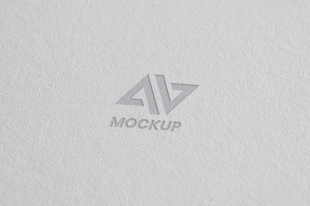 Diseño de logotipo de maqueta en tarjetas de visita.
