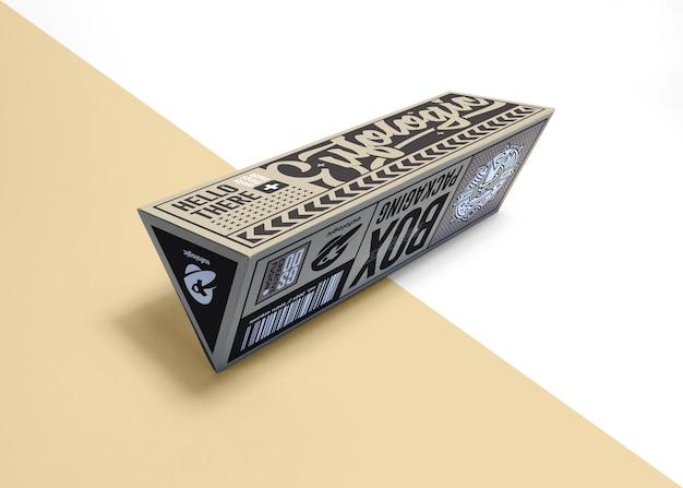 Diseño de maqueta de caja marrón de embalaje realista aislado