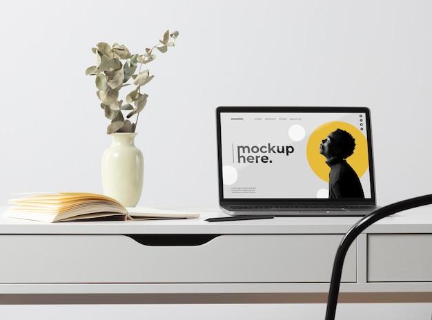 Diseño de maqueta de espacio de trabajo de escritorio mínimo