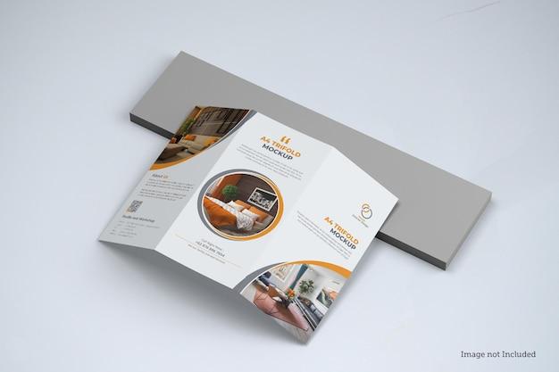 Diseño de maqueta de folleto tríptico aislado