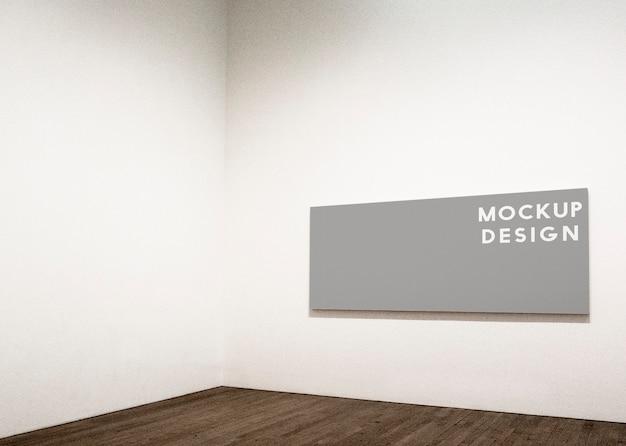 Diseño de maqueta de marco rectangular en una pared blanca.