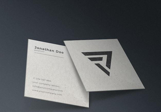 Diseño de maqueta de tarjeta de visita cuadrada blanca realista flotante