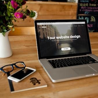 Diseño de mock up de portátil