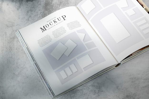 Diseño de revista maqueta en el suelo.