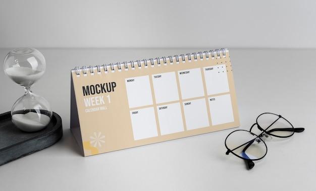 Disposición del calendario de mesa de maquetas en el interior
