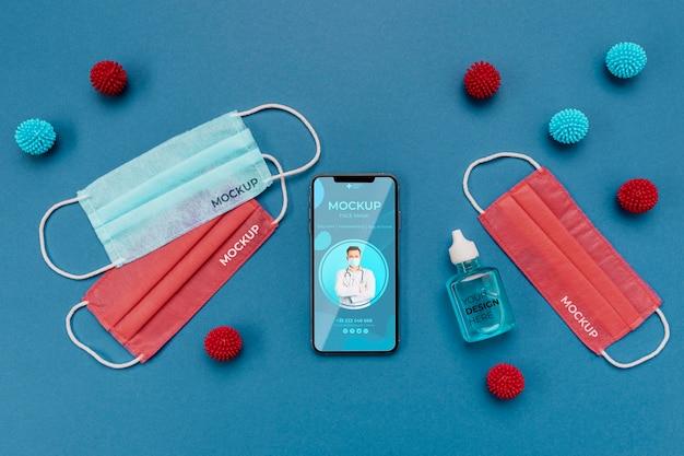 Disposición de elementos de coronavirus con maqueta de teléfono inteligente