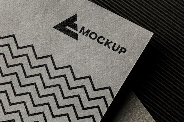 Disposición de la maqueta de la marca en la tarjeta.