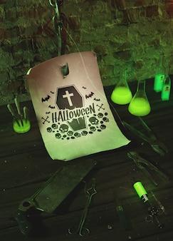 Disposizione di halloween dell'angolo alto con le pinze