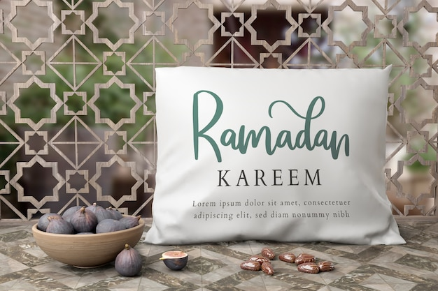 Disposizione musulmana del nuovo anno con fichi e cuscino